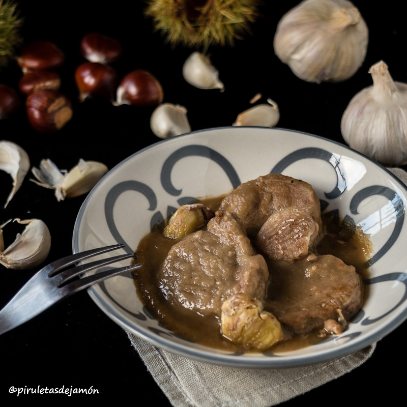 Solomillo en salsa de castañas |Piruletas de jamón- Blog de cocina