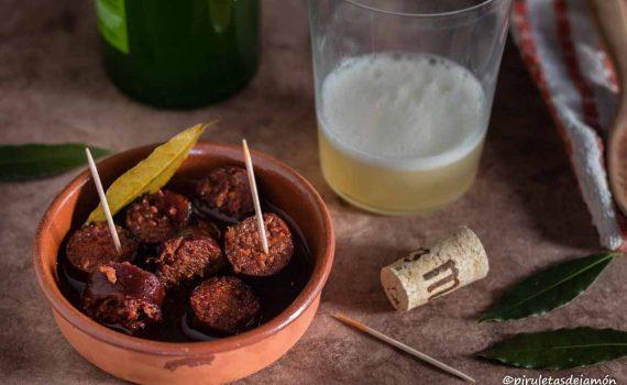 Chorizos a la sidra | Piruletas de jamón - Blog de cocina