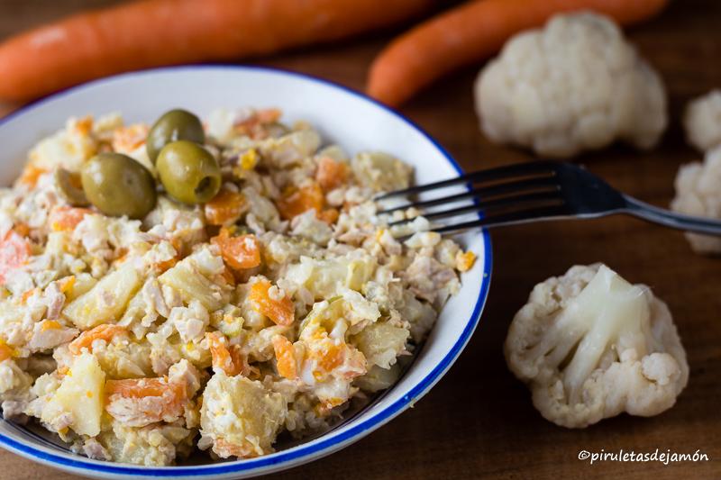 Ensaladilla de coliflor |Piruletas de jamón- Blog de cocina