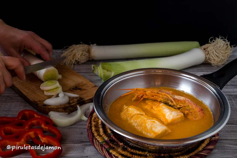 Merluza en salsa de puerros |Piruletas de jamón- Blog de cocina